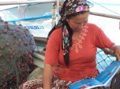 One of the projects implemented through COMDEKS in the Datça-Bozburun Peninsula aims to improve the livelihoods of local fisherwomen. The first step of the project involved gathering information and connecting with elders and community leaders to understand sociological factors affecting fisherwomen.